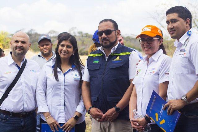 ejecutivos-de-Walmart-de-Mexico-y-Centroamerica-con-sub-secretario-de-agricultur-Jose-Alberto-Benitez